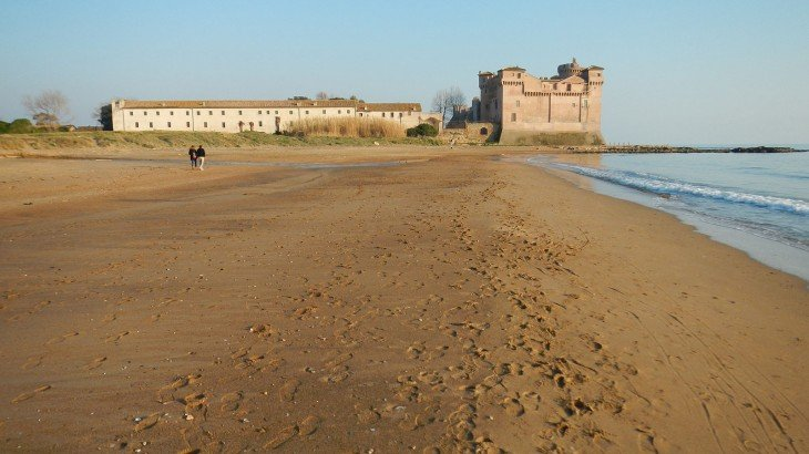 Castello e spiaggia di Santa Severa Roma