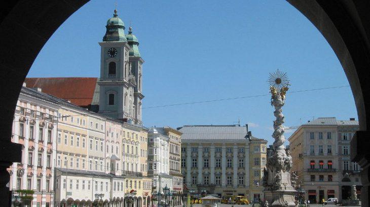 Austria_Linz_Centre_Hauptplatz2